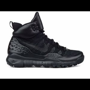 🔥NEW Nike Lupinek Flyknit Boot in black size 11.5